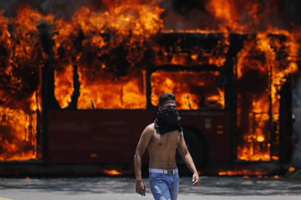 너무나 편파적인 베네수엘라 사태 보도